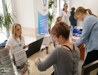 Źródło http://em.kielce.pl/miasto/za-darmo-zbadali-poziom-cukru-i-cisnienie-krwi-wyrobili-karte-ekuz-bez-kolejek